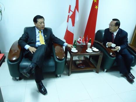 2010年1月22日CFCIE董事长荣守宇教授为华人神探李昌钰博士亲切会谈
