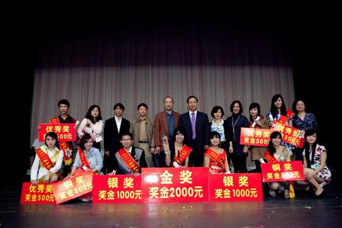 荣守宇教授资助第一届中加文化交流大使决赛并为学生颁发奖金